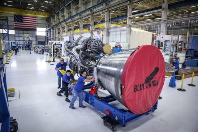 Глава Amazon показал новый ракетный двигатель, который в США позиционируют как замену российским