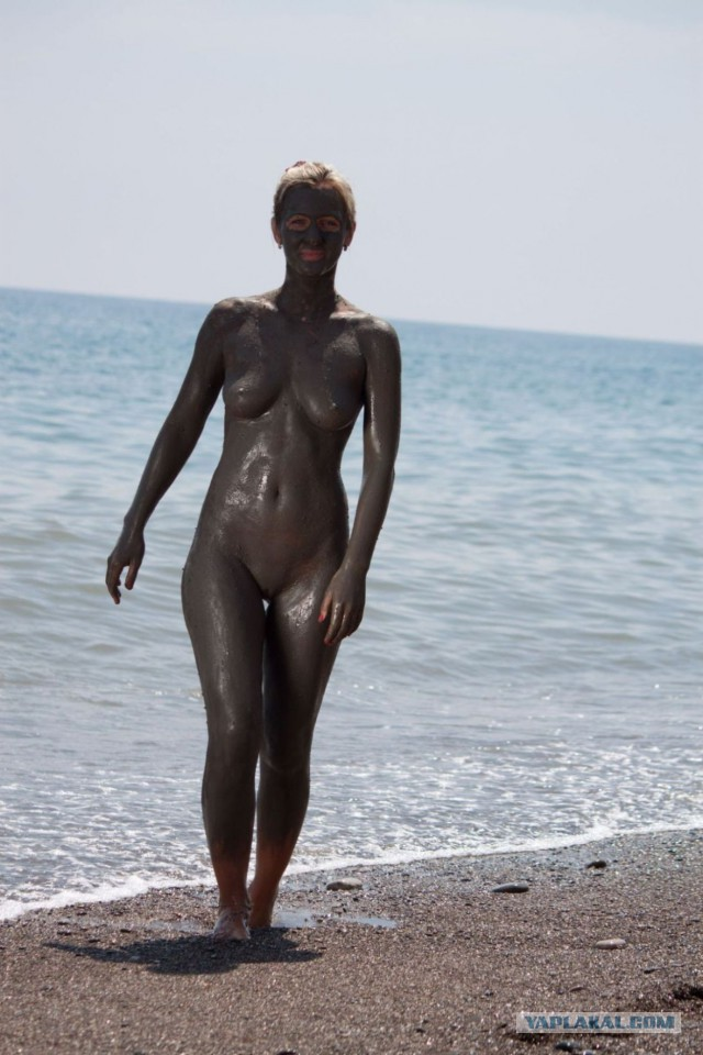 Фото и видео голых в лечебной грязи
