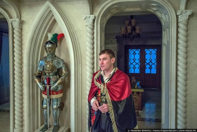 Призрак дома Януковича. Кому достался дворец?