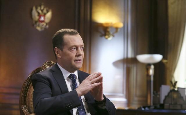 ВЦИОМ: 15% россиян считают Дмитрия Медведева «недалеким»