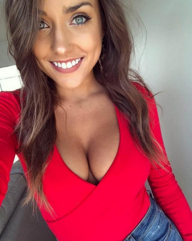 Подборка фотографий с симпатичными улыбающимися девушками