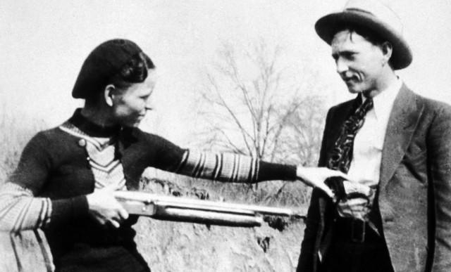 «Не видел никого, кто бы так наслаждался убийствами»: 85 лет назад в США застрелили гангстеров Бонни и Клайда