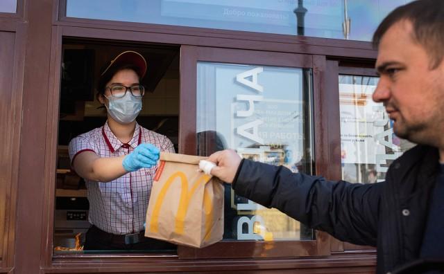 «Макдоналдс» и «Бургер Кинг» объявили о бесплатных обедах для медиков