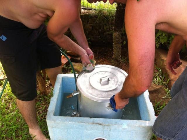 Живот ждет открытия бочки с пивом не меньше владельца