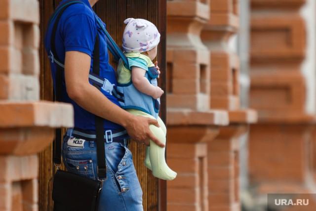 Половина жителей России отказалась отрождения детей из-за бедности