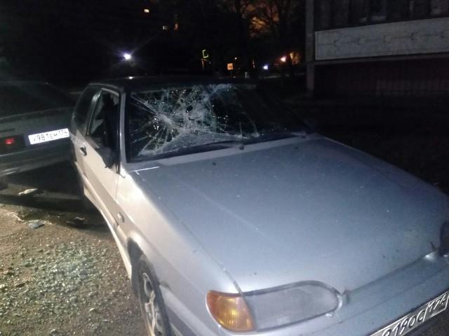 В Копейске ночью мужчина расстрелял машину, в которой подростки слушали громко музыку