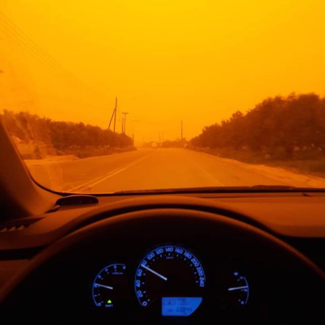 Выглядит как полный апокалипсис: Крит поглотила африканская пыль