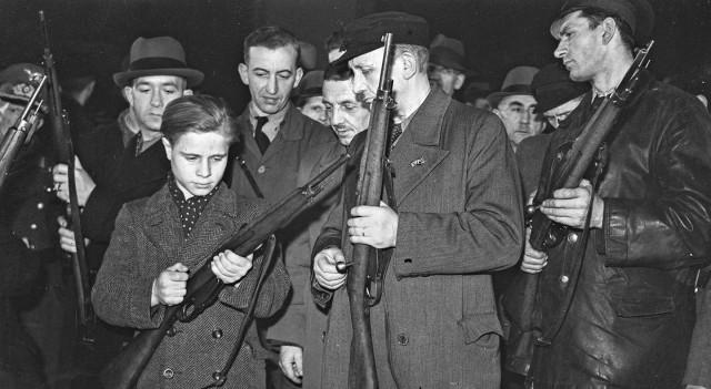 """Один Фольксгевер на десятерых: """"простое"""" оружие для рейха..."""