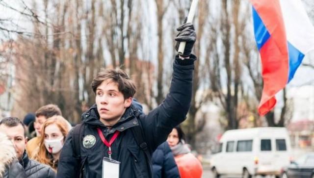 19-летний выпускник срочно уехал из России после того, как его привели в военкомат и заставляли идти в армию