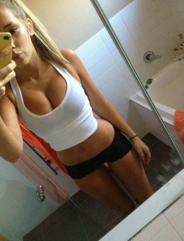девушки блондинки голые сами себя видео