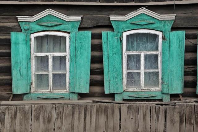 Якутский суд обязал многодетную семью замуровать окна в своем доме