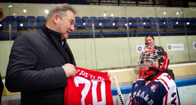 Третьяк на день рождения: мама с помощью Фейсбука устроила сыну встречу с известным хоккеистом
