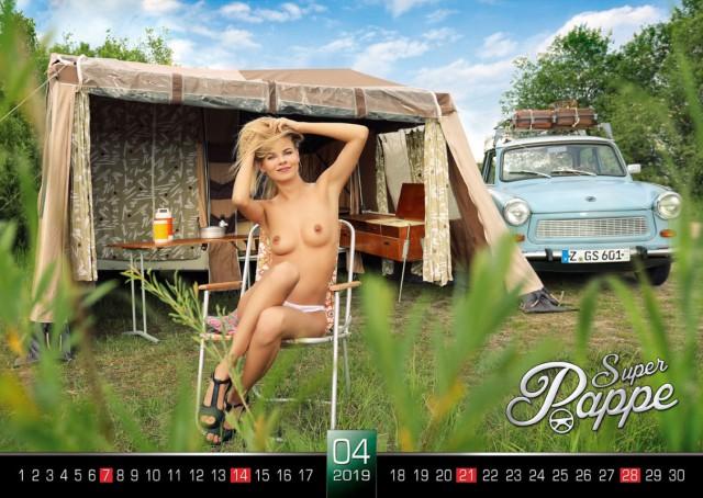 Трабанты и обнаженные девушки в календаре Trabant Erotik 2019 (18+)