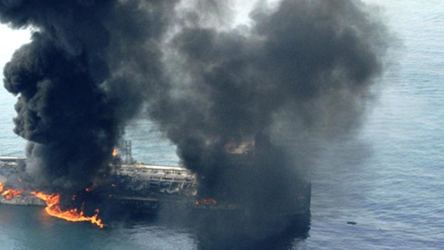 В ОАЭ прогремели взрывы на семи нефтяных танкерах, сообщили СМИ