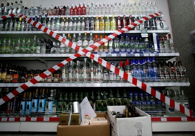 Россияне за 10 лет стали пить почти вдвое меньше