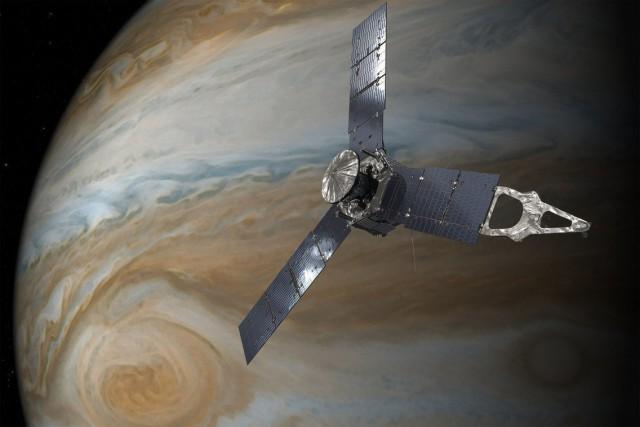 Новые фото Юпитера и Большого Красного Пятна, сделанные зондом «Юнона»