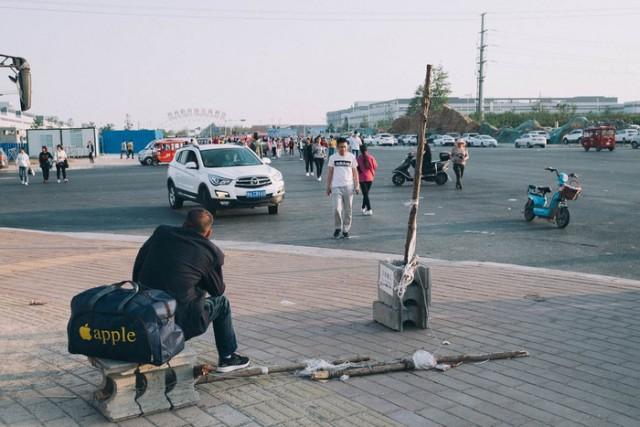 Жизнь в Айфон-сити, где производится половина всех смартфонов Apple в мире