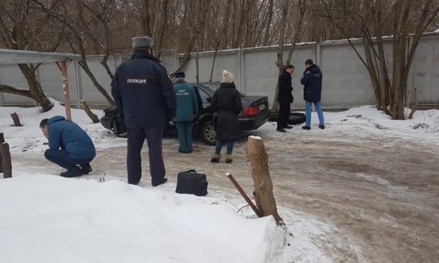 В Калуге ребенок сгорел в машине, где его оставили родители. Они ушли в поликлинику
