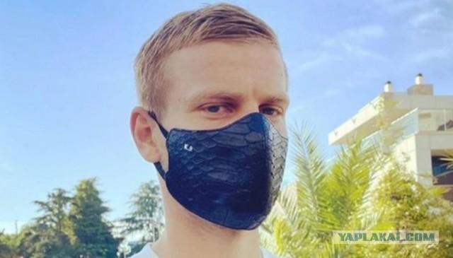 Ургант высмеял маску Александра Кокорина за 30 тыс рублей
