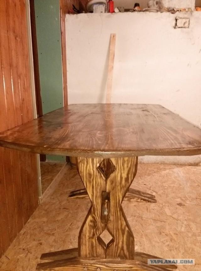 Как в колхозе стол колхозил. Или стол в гостиную из того что было