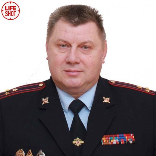 Сына одного из начальников отдела УВД по ЗАО Москвы задержали по подозрению в получении взятки в 150 тыс. рублей.