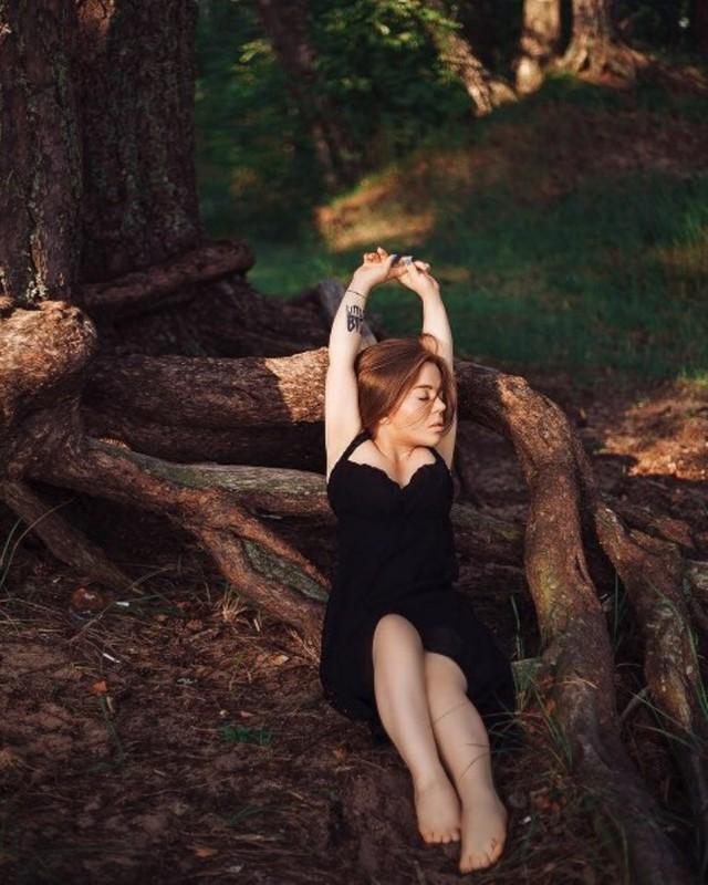 """""""Люблю себя такой, какая есть"""": откровенная фотосессия девушки, чей рост 130 сантиметров"""
