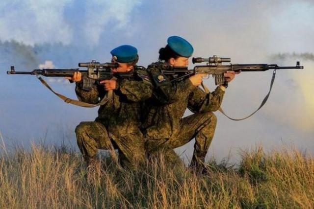Очаровательные курсантки Рязанского высшего воздушно-десантного командного училища