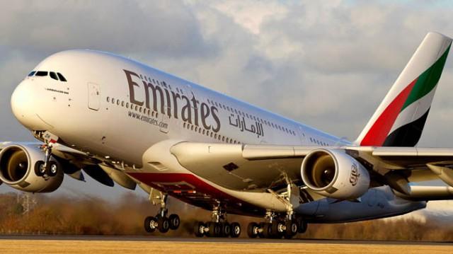 Пассажир подал в суд на авиакомпанию Emirates из-за толстого попутчика