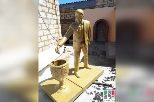 В Дагестане решили установить памятник человеку, донесшего мусор до урны