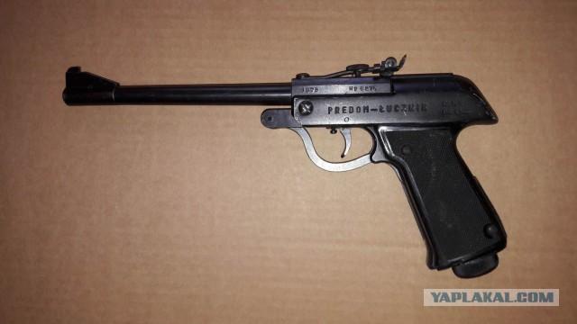 """Продам польский пневматический пистолет """"Лучник"""" кал. 4.5мм 1975 год выпуска."""