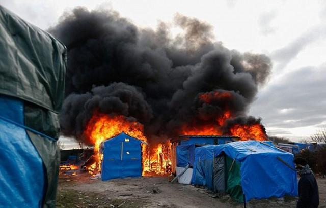 В Кале произошли столкновения между мигрантами и полицией
