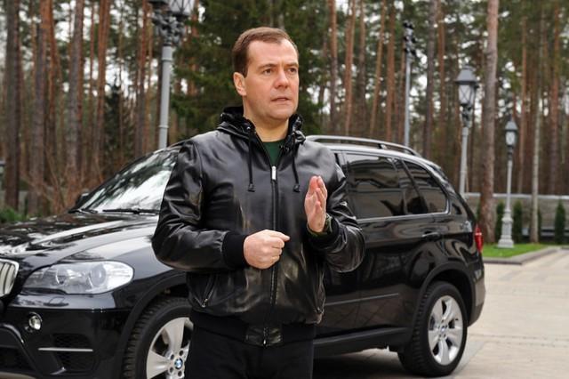 Медведев рассказал о наличии автомобиля в каждой российской семье