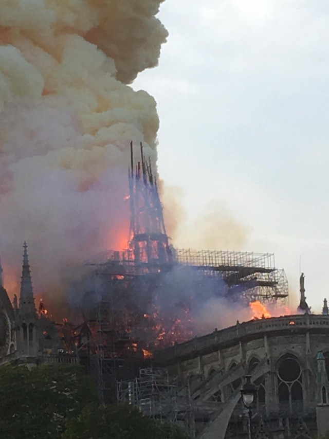 ⚡️В Соборе Парижской Богоматери произошёл пожар - AFP