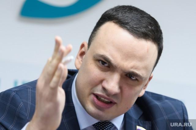 Депутат Госдумы Дмитрий Ионин устроил стрельбу из автомата у жилых пятиэтажек в Камышлове