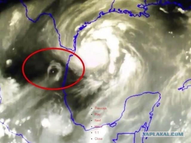 В эпицентре урагана «Харви» обнаружили загадочный объект