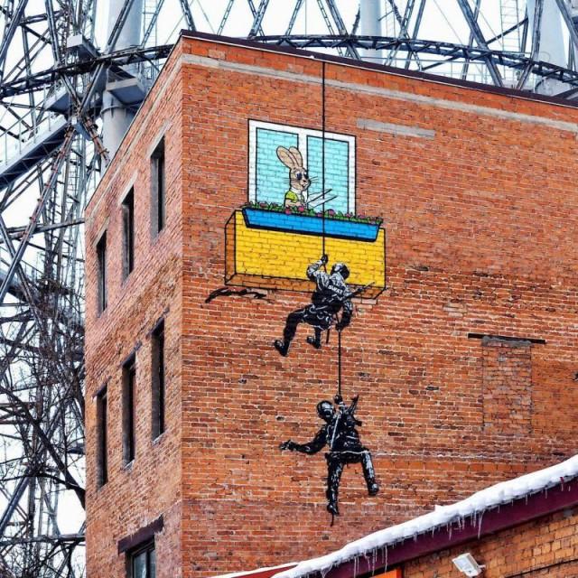 Веселые рисунки московского уличного художника