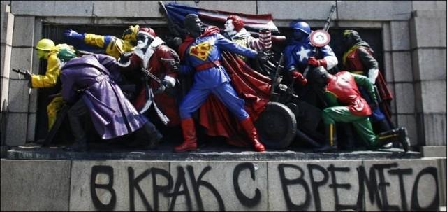 В Болгарии разукрасили памятник советским воинам