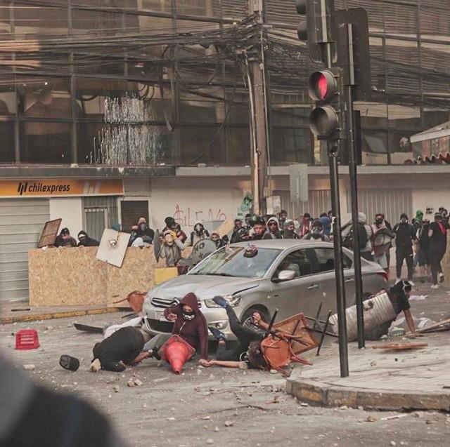 Полиция Чили давила протестующих, но ее раскусили
