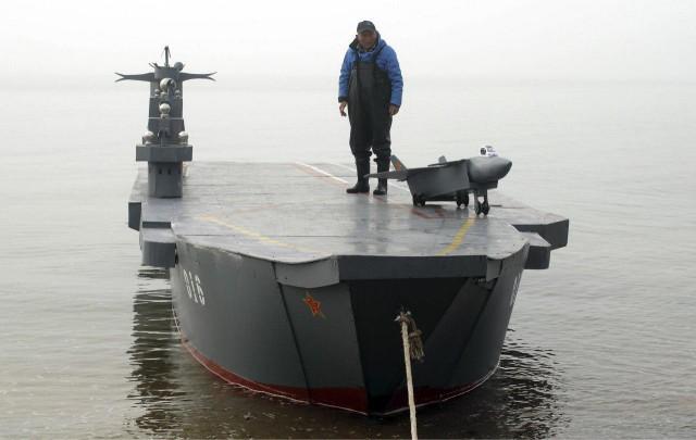 Китайский адмирал пообещал отправить на дно авианосцы США