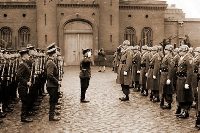 От гросс-адмирала до тюремного библиотекаря.Заключённый № 4 тюрьмы Шпандау.