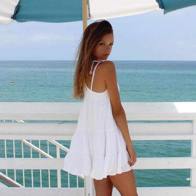 Красавицы в коротких платьях