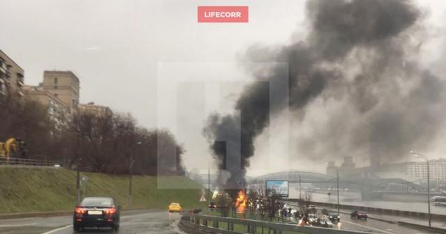 Водитель заживо сгорел в Maserati на набережной в центре Москвы