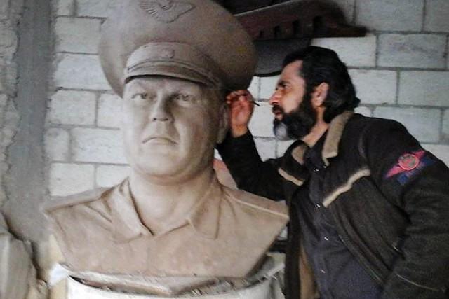 Сириец создал бюст погибшего летчика Пешкова