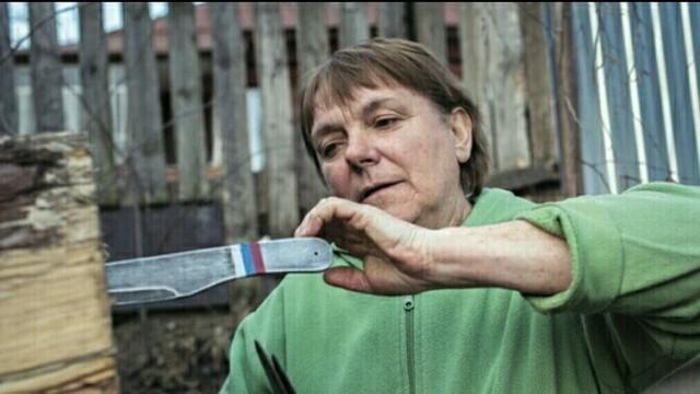 Российская пенсионерка - абсолютная чемпионка мира по метанию ножей