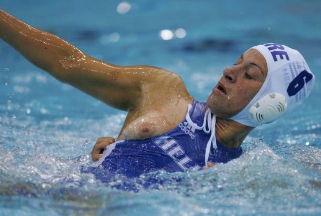 golie-sportsmenki-plavaniya-foto