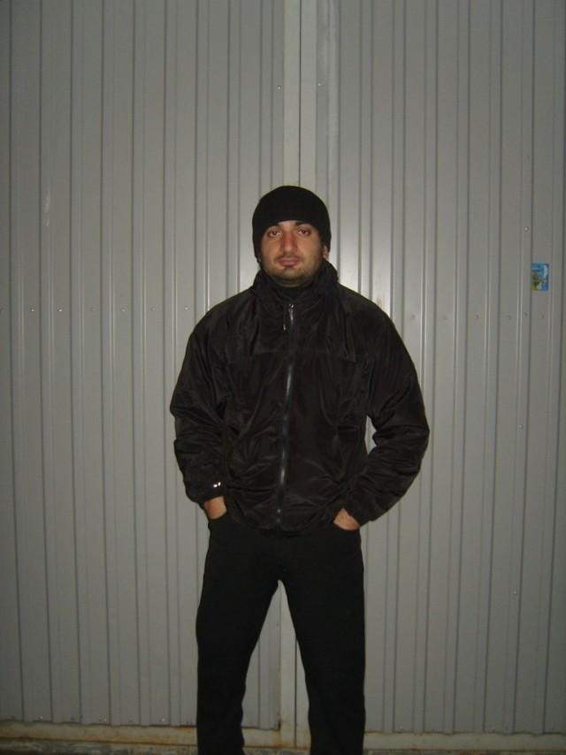 Водитель BMW напал на полицейских с монтировкой в Волгограде, он пытался уйти от погони