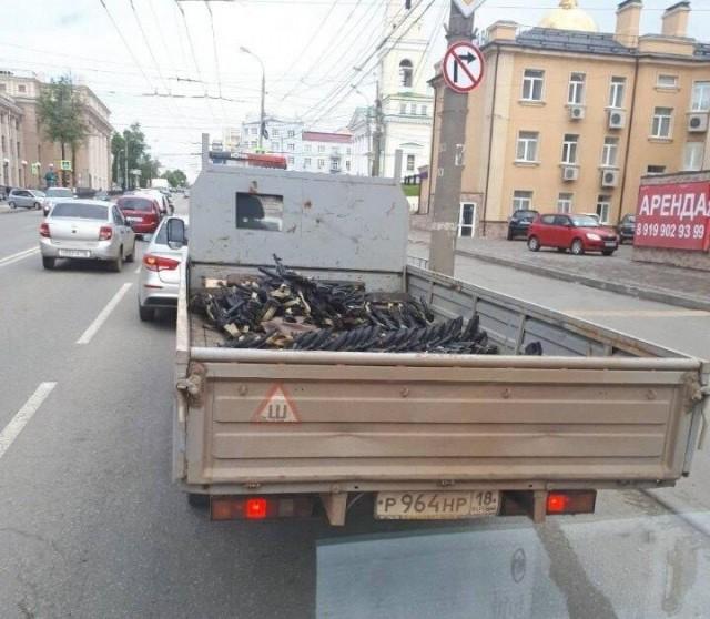 Как перевозят автоматы Калашникова по Ижевску