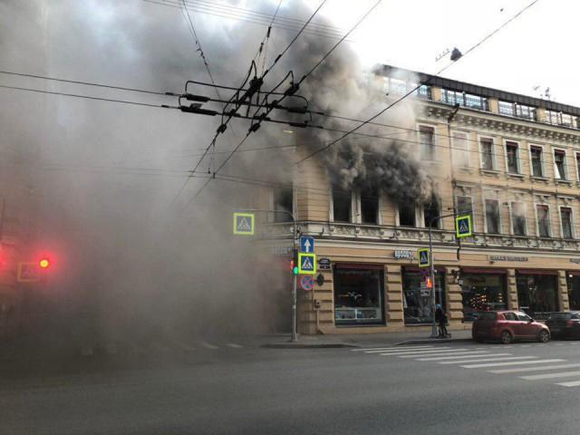 Горит магазин Bosko на Большом пр. Петроградки