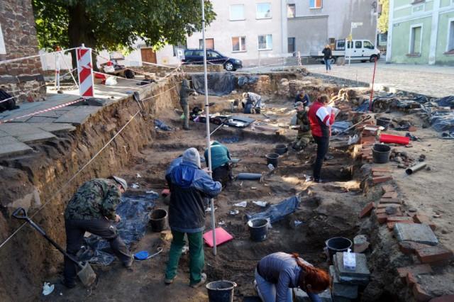 Археологические раскопки на средневековом кладбище