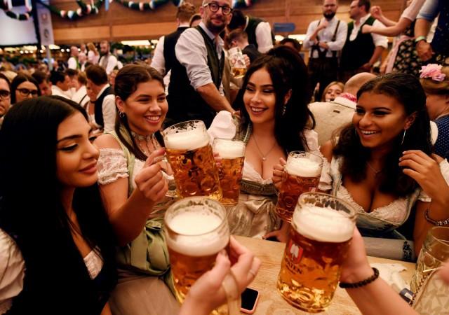 Фотоподборка с крупнейшего пивного фестиваля Октоберфест в Германии